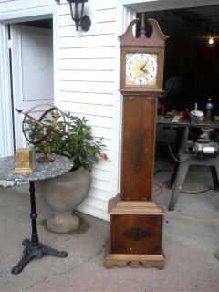 https://freddyandpetunia.wordpress.com/2010/11/15/a-small-case-grandfather-clock/