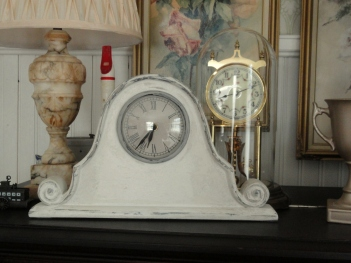 a small mantle clock--