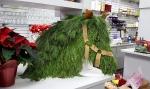 an AMAZING alternative Christmas wreath!