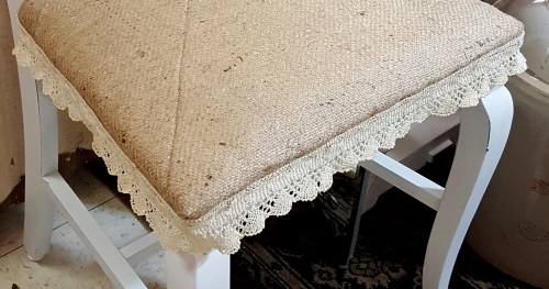 sagless burlap and old pillow flange trim